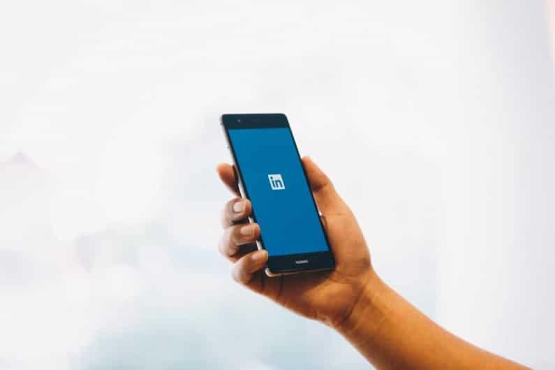 oznaczanie znajomych na LinkedIn