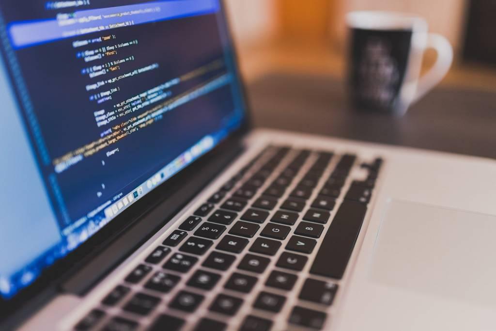 Na czym polega optymalizacja strony (SEO) w procesie pozycjonowania?