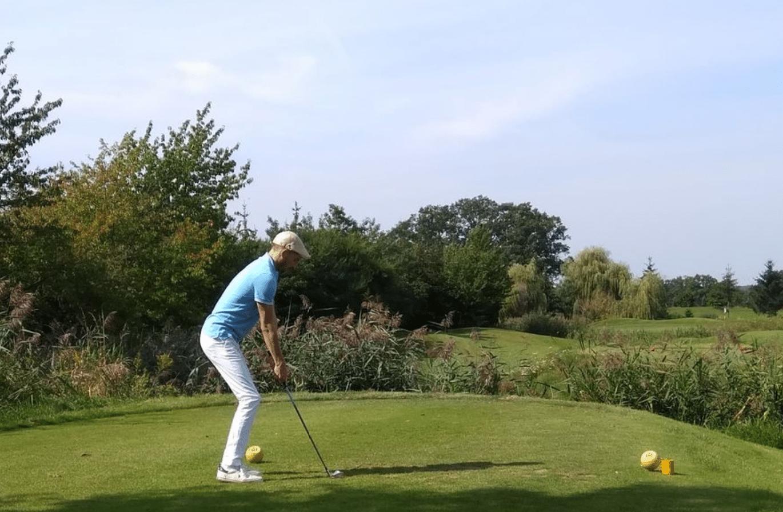 Hugon Szulczewski na polu golfowym