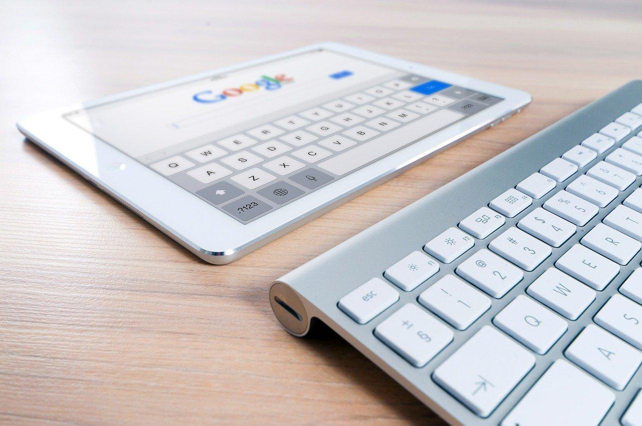 widok google na tablecie