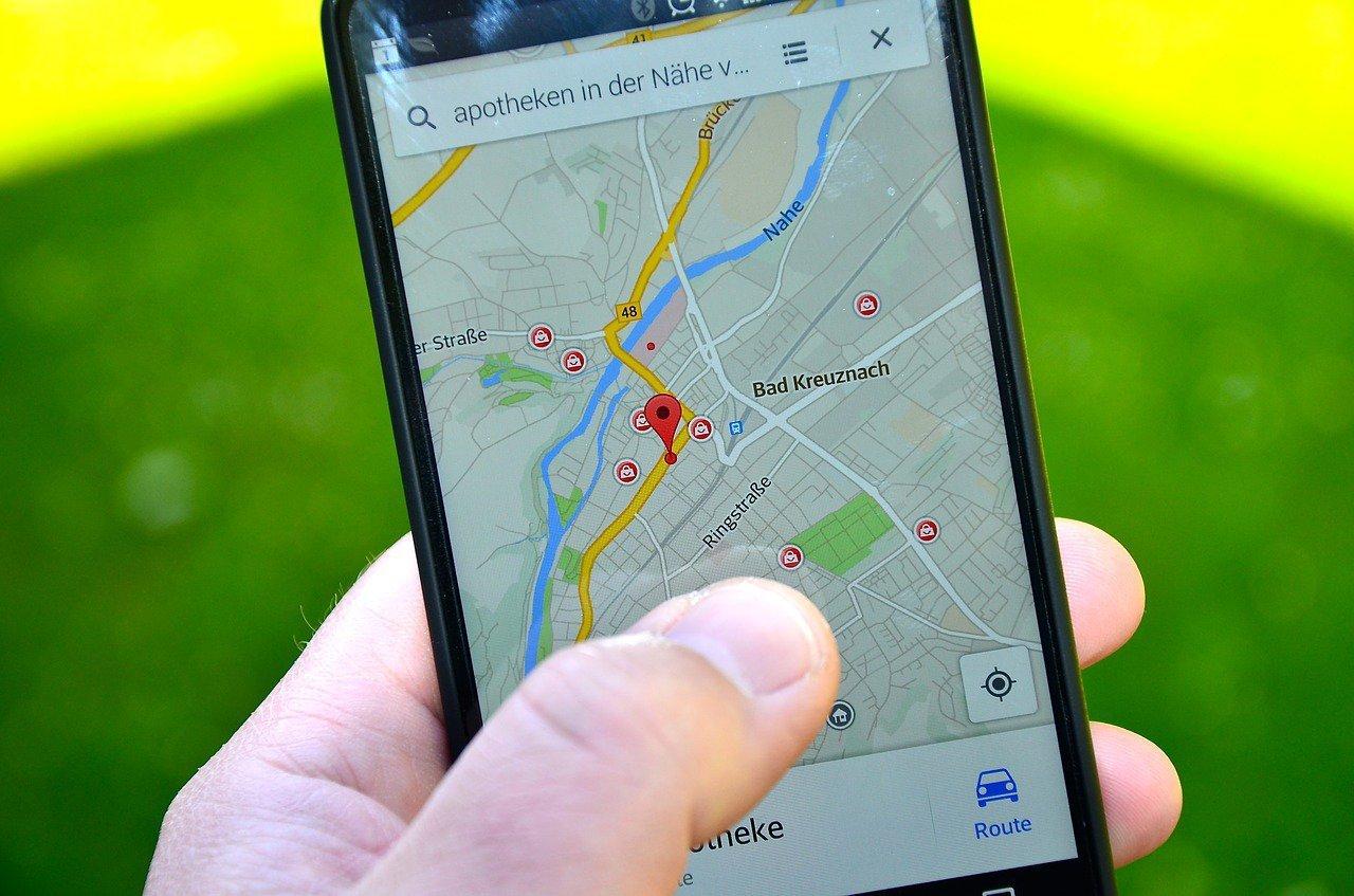 zdjecie google maps na smartfonie